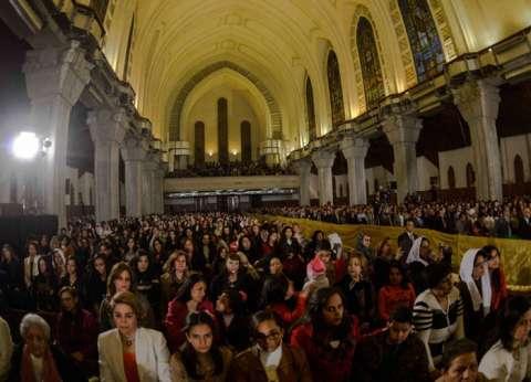 بدء توافد المشاركين في جنازة بطرس غالي على الكاتدرائية وسط تشديد أمني مكثف