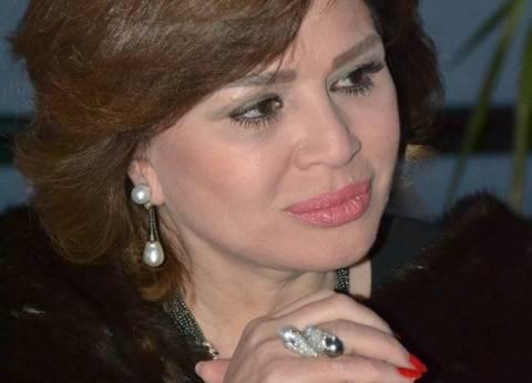 """إلهام شاهين تطالب بالالتزام بزي الحداد في ختام """"القاهرة السينمائي"""""""