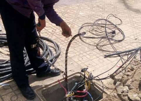 حي الجمرك بالإسكندرية يتابع استكمال أعمال صيانة الكهرباء