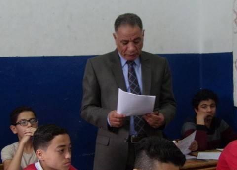 بالصور  محافظ دمياط يتفقد سير الامتحانات بمدرسة إعدادية