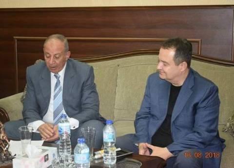 محافظ البحر الأحمر ووزير خارجية صربيا يبحثان التعاون في مجال الاستثمار