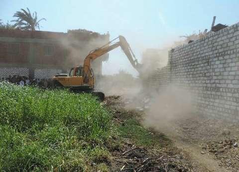 صيانة 34 كشافا كهربائيا وإزالة 9 حالات تعد بمدينة المنيا