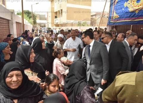 محافظ أسيوط يتابع سير عمل العملية الانتخابية بلجان القرى