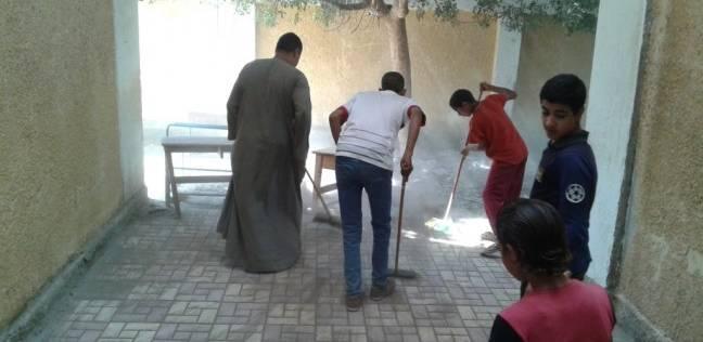 «النظافة سلوك».. مبادرة شبابية لتنظيف المدارس بأسيوط