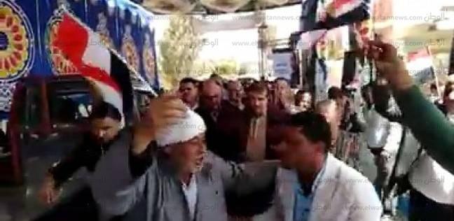 """بالصور  مواطنون يرقصون على أنغام """"تسلم الأيادي"""" في بيلا بكفر الشيخ"""