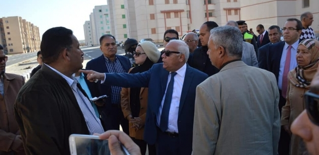 محافظ بورسعيد يرفض افتتاح وحدات إسكان اعتراضا على انتشار القمامة بها