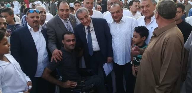 وزير التموين يؤدي صلاة العيد في مسقط رأسه بالشرقية