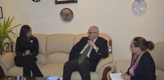 """""""مكرم"""" تطلب من السفير الإيطالي معادلة رخصة القيادة المصرية والإيطالية"""