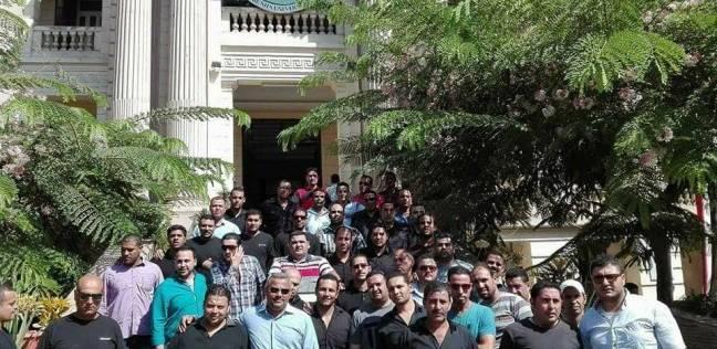 وقفة احتجاجية لموظفي الأمن الإداري بجامعة بنها