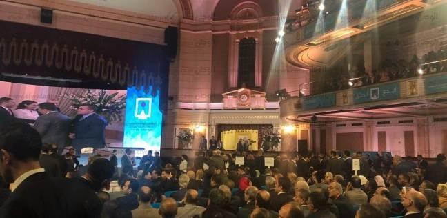 بالصور| استعدادات القاعة الرئيسية بجامعة القاهرة لمؤتمر الشباب السادس