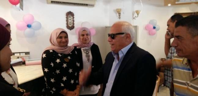 بالصور  محافظ بورسعيد يطالب أصحاب القرى السياحية بتوحيد زي العاملين
