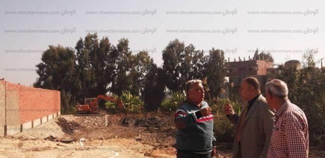 """بالصور  مساعد محافظ كفر الشيخ يتابع توصيل خط مياه لـ""""شونة المرور"""""""