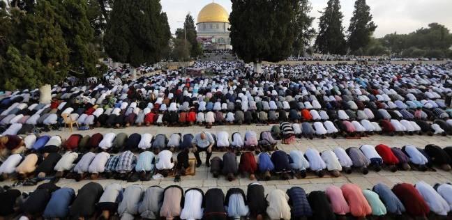 مئات المصلين يعتكفون في رحاب الأقصى