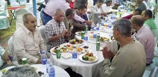 «نزلة النصارى» تقيم إفطاراً لمسلمى القرى المجاورة بالمنيا