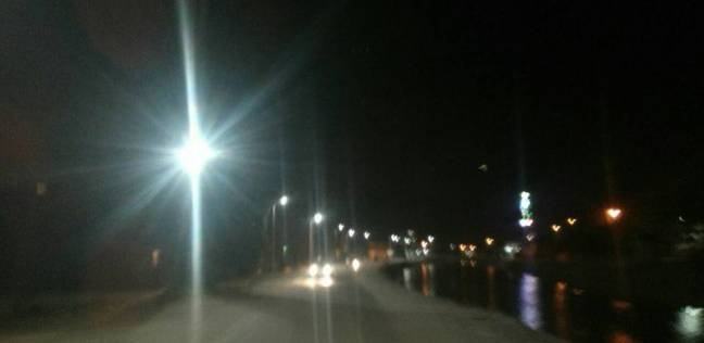 """""""جناين السويس"""" ينهي مشاكل الكهرباء لإنارة طرق الحي"""