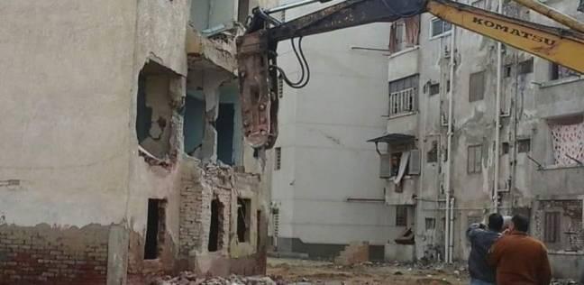إزالة3 عمارات مخالفة بشارع المعلمين في مدينة كفر سعد