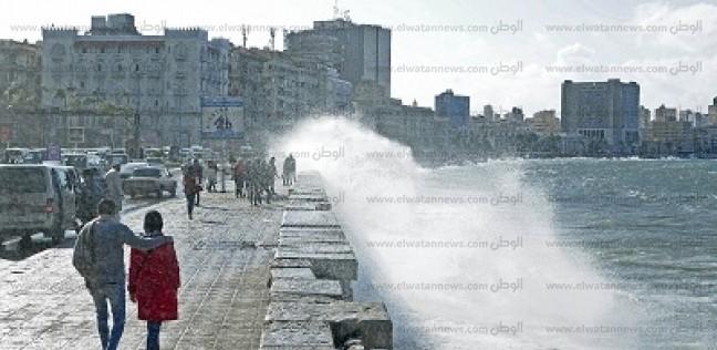 الطقس السيئ يغلق موانئ الصيد.. و«النوة» تجتاح الإسكندرية