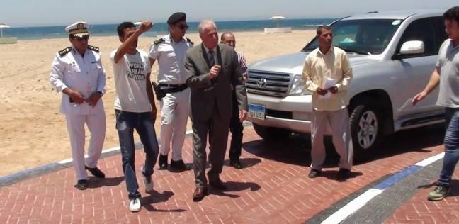 بالصور| محافظ جنوب سيناء يتفقد الشاطئ العام بمدينة الطور