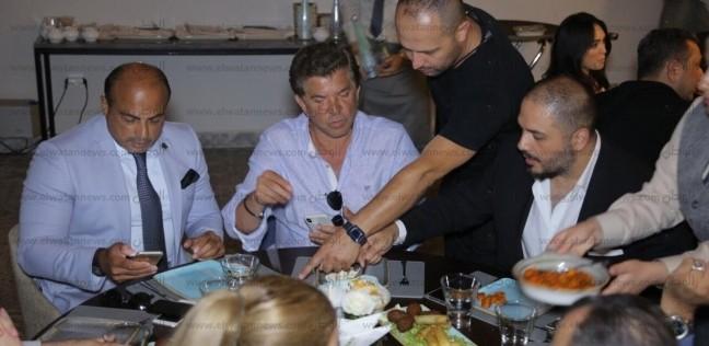 بالصور| رامي عياش يفتتح مطعمه بالمغرب بحضور وليد توفيق