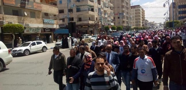 """مسيرة للعاملين بـ""""صحة مطروح"""" للمشاركة في الاستفتاء"""