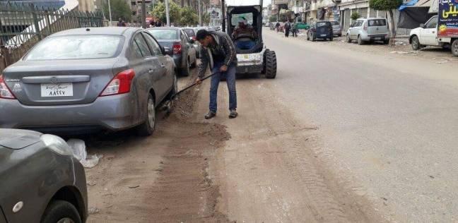 بالصور| تكثيف أعمال النظافة بطريق الترعة الشرقاويةفي دمياط