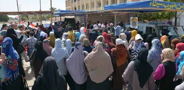 سيناء تتحدى الإرهاب: طوابير الناخبين بالعريش والشيخ زويد للرد على المغرضين وقنوات «الفتنة»