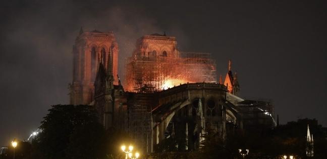 """فرق الإطفاء تنجح في """"إنقاذ الهيكل الرئيسي"""" لكاتدرائية نوتردام"""