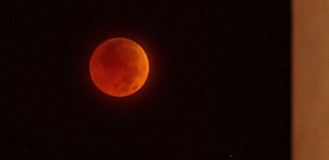 القومي للبحوث الفلكية: خسوف جزئي للقمر الثلاثاء المقبل