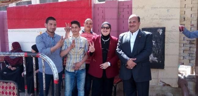 بالصور| نائبان بالهرم يتفقدان سير العملية الانتخابية