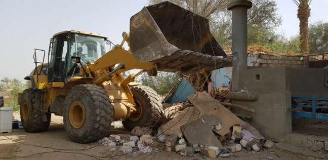 إزالة 10 حالات تعدي على الأراضي بمدينة دار السلام في سوهاج