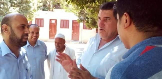 رئيس مركز ديرمواس يتابع سير العمل بالمستشفى المركزي