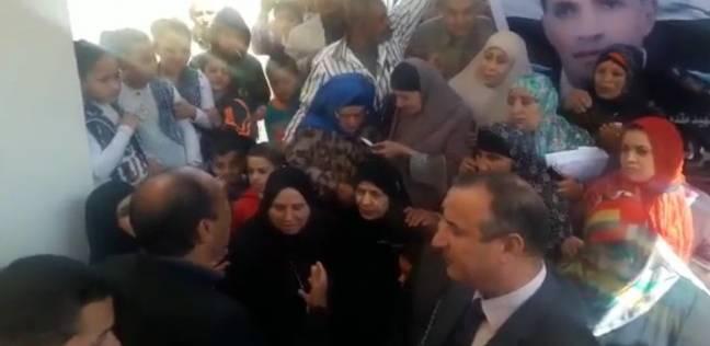 412b03011 الوطن | الانتخابات | والدة أم الشهيد شريف المعداوي تدلي بصوتها في ...