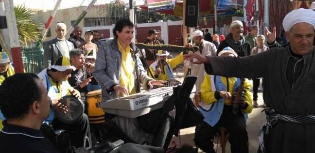 فرقة السمسمية التلقائية تعرض رقصاتها أمام لجان المطرية