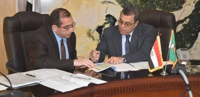 محافظ الفيوم يناقش مع مسئولين بالتموين إنشاء منطقة تجارية شاملة على 15 فدان بدمو