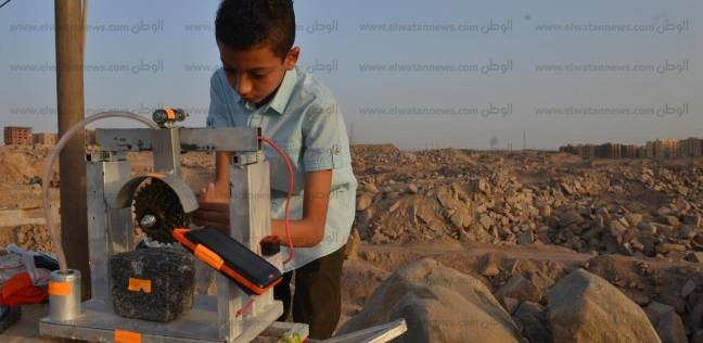 المبتكر الصغير «إبرام».. طالب إعدادى اخترع آلة لتقطيع الأحجار بالطاقة الشمسية