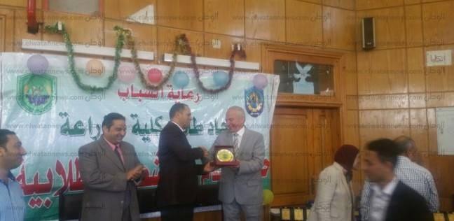 رئيس جامعة دمنهور يشهد حفل ختام الأنشطة الطلابية بكلية الزراعة