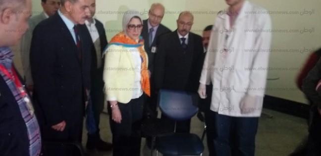 وزيرة الصحة تصل أسيوط.. وتوجه بإجراء مسح فيروس سي للمسافرين بالمطار