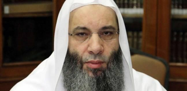 """شقيق محمد حسان يغلق الميكرفون على مفتش الأوقاف أثناء إلقاءه درسا بمسجد """"أهل السنة"""""""