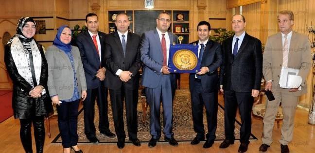 رئيس جامعة المنصورة يستقبل وفد سفارة الكويت لبحث أوضاع الطلاب الكويتيين