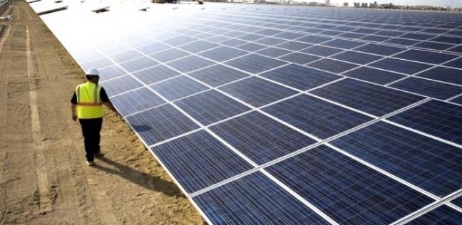 محافظ أسوان يجتمع بمسئولى شركات مشروع الطاقة الشمسية ببنبان