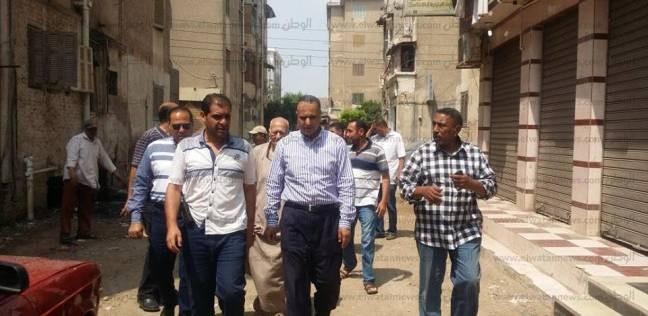 رئيس مدينة دسوق يتابع رفع المخلفات الناتجة عن تطهير الصرف الصحي