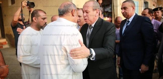 محافظ كفر الشيخ يؤدي واجب العزاء في شهيد سيناء ويطلق اسمه على مدرسة