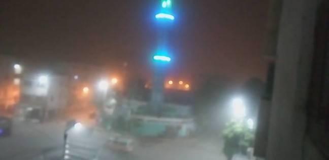 """العاصفة الترابية تصل إلى """"إدفو"""" شمال أسوان.. وتوقف الحركة المرورية"""