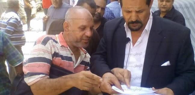 عمال محاجر الشرقية يمتنعون عن تقاضي رواتبهم بعد خفضها لأكثر من 50%