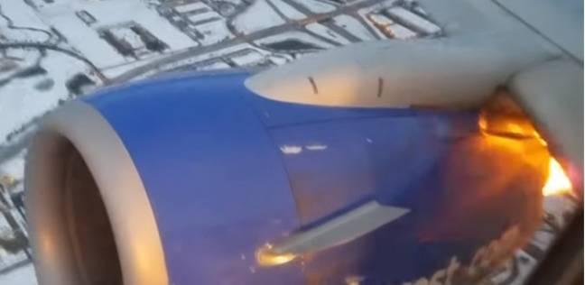 """""""لحظات مرعبة"""".. راكب يصور تفجيرات متكررة في محرك طائرة"""