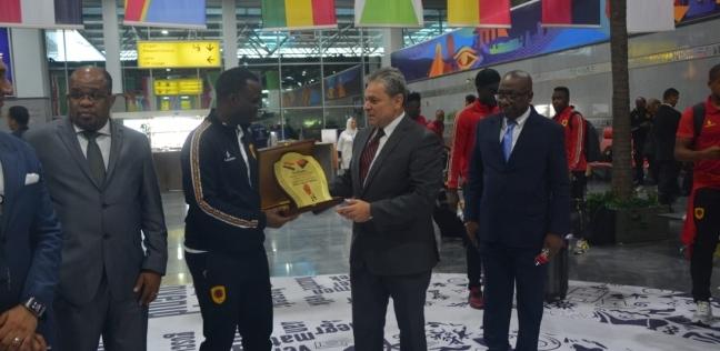 وكيل مجلس النواب يستقبل رئيس الشيوخ البوروندي في مطار القاهرة