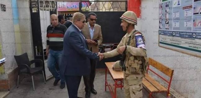 بالصور| محافظ الإسماعيلية ومدير الأمن يتفقدان اللجان الانتخابية