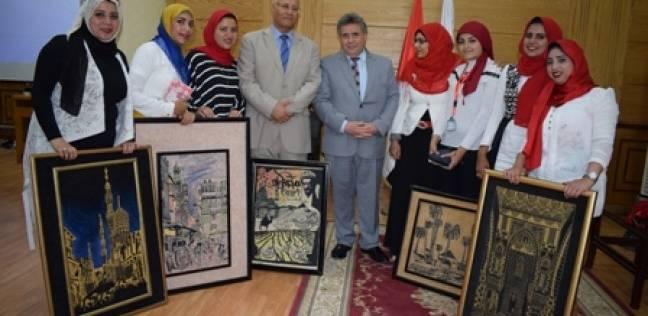 """رئيس جامعة بنها يكرم طلاب """"التربية النوعية"""" المتميزين فنيا"""