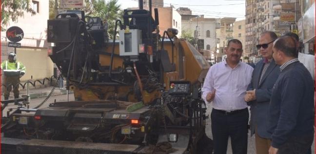 محافظ الفيوم يتفقد أعمال الرصف بشارع السنترال في الفيوم