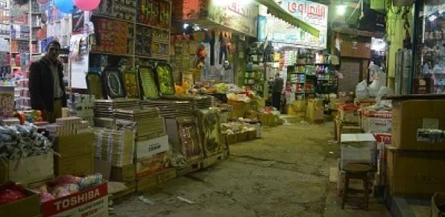 سوق الخواجات هنا يباع «شوار العروسة» من «الإبرة إلى الصاروخ»